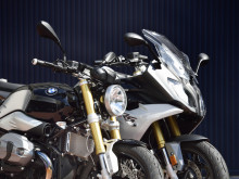 BMWを自分の体格にフィットさせるアエラのポジションパーツの画像