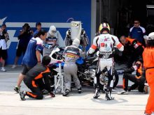 2012 鈴鹿8耐 Team MOTORRAD 39 のピットワークの画像